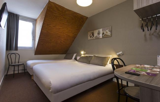 TourHôtel Blois – Klassic Dreibettzimmer